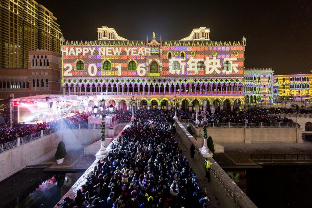 Huge Crowd Celebrate New Year's Eve at Sands Resorts Cotai Strip Macao
